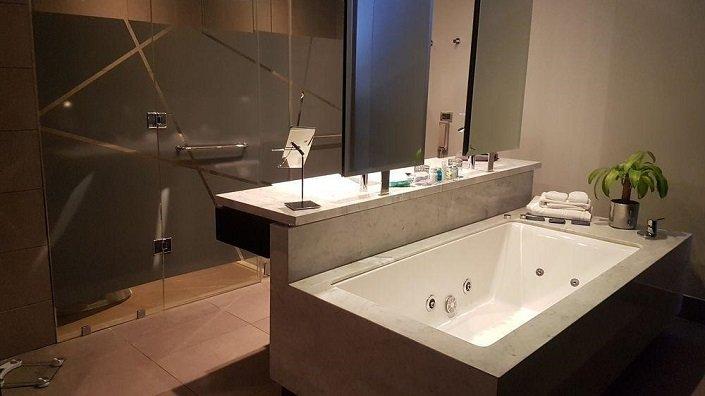 SCL1-H1-4-Bath-704