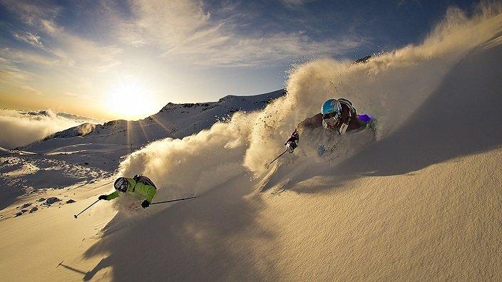 La-Parva-Two-Skiers-704×396
